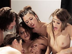 Bree Daniels and her mates have a lezzie orgy
