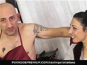 casting ALLA ITALIANA - Italian cougar newcummer enjoys ass fucking