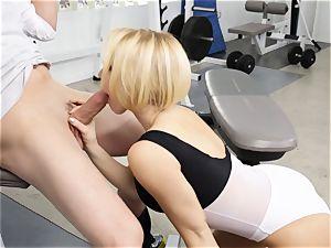 Kagney Linn Karter luxurious gym porking