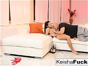 Keisha gets boinked right after her taunt vid shoot