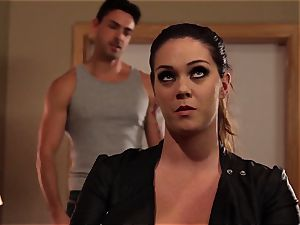 Alison Tyler makes her her guy doesn't stray