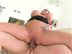 big jugged Kerry Louise juggles her vagina on a large weenie
