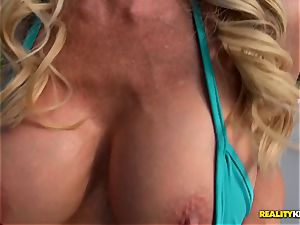 Ceira Roberts labia humped by the poolside