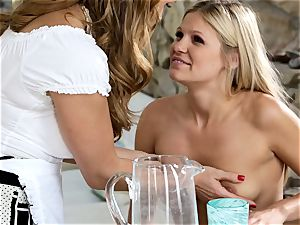 Tanya Tate and Scarlet minge tonguing clittie eaters