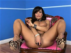 super-sexy Lisa Ann wedges her faux-cock deep in her wet puss