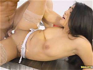 Facializing the steaming multi servicing maid Lexy Bandera after steamy hard ravage