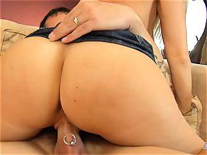 Devon Lee love buffing the boner with pierce