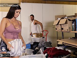 bang Confessions Latina Housewife Reena tears up her mover
