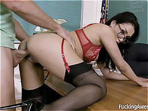 tutor Vicki chase pummels with One of Her student