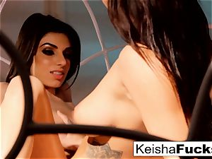 Keisha Grey and Darcie Dolce love each other's figures