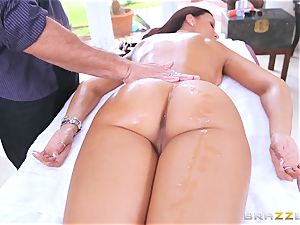 Uptight cop Rachel Starr fucks on the job