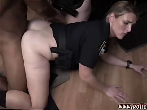 amateur milf glasses raw vid takes hold of cop plumbing a deadbeat daddy.
