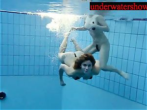 Andrea and Monica underwater femmes