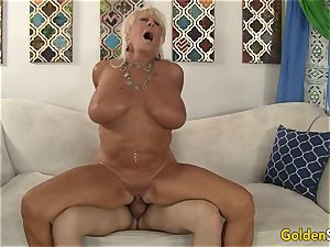 grandma Mandy McGraw tempts dude