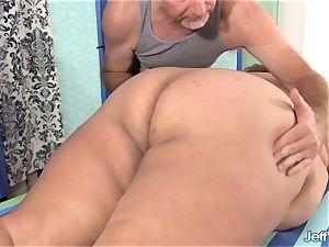 plus-size Veruca Darling's intercourse Crazed rubdown