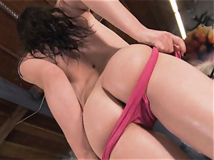 Boxing babe Casey Calvert jacking in the boxing club