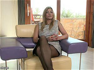 Klarisa Leone talks us thru a mouth-watering pound