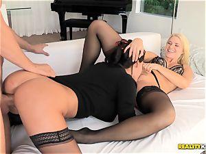 Anikka Albrite and Peta Jensen 3some