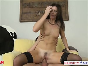 Stockinged mom India Summers gets humped and facialized