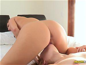 Jenna Sativa eats her super-fucking-hot pals cornhole
