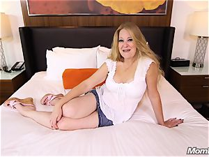 big-chested Pierced Mature cougar pokes dude