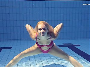 super hot Elena displays what she can do under water