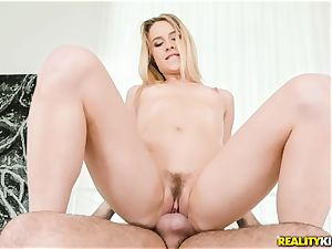 Alecia Fox eager for some big manmeat