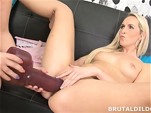 Lilith Lee gapes Jenny Simons poon with huge fuck sticks